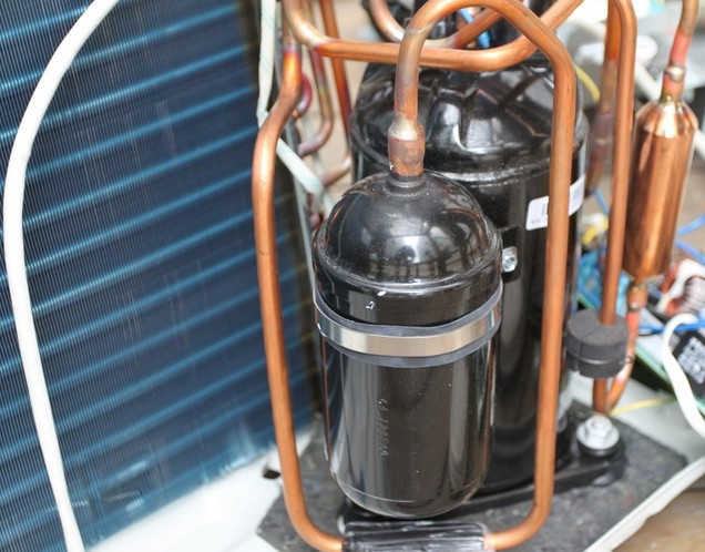 > 空调频道     空调主要由压缩机,冷凝器,蒸发器,四通阀四大关键部件图片